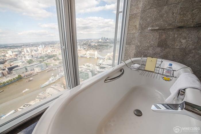 Bathtub in the Deluxe City Room, Shangri-La, Shard