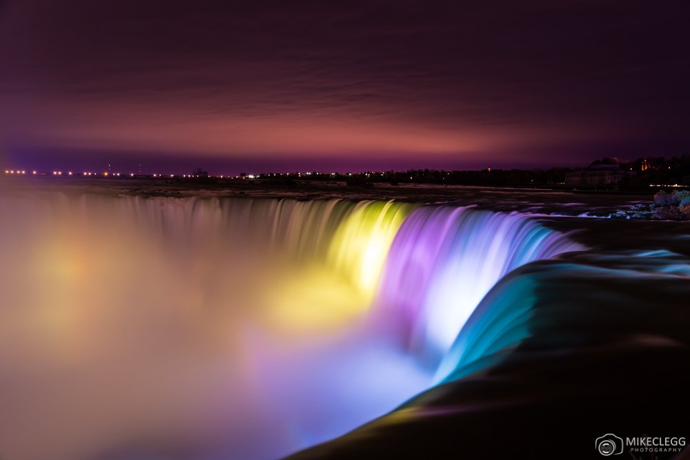 Horseshoe Falls at night