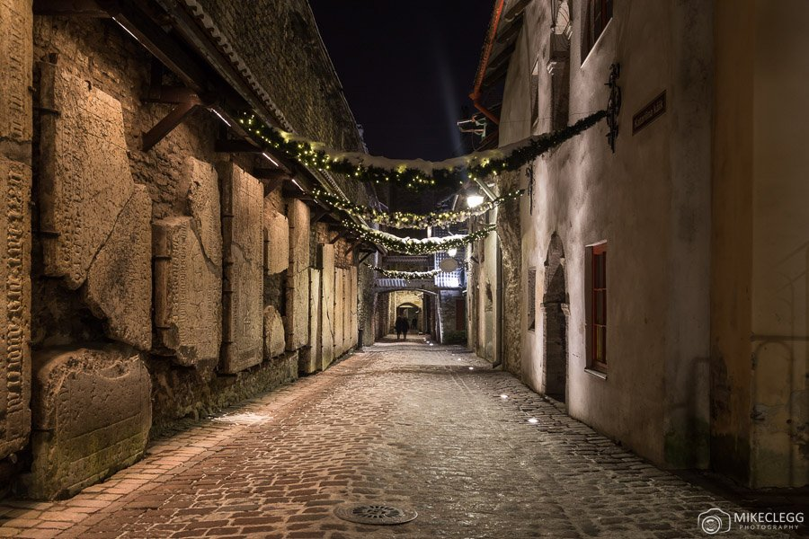 St. Catherine's Passage, Tallinn at night