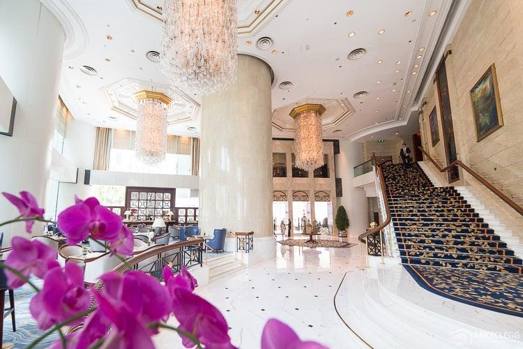 Lobby of the Island Shangri-La, Hong Kong
