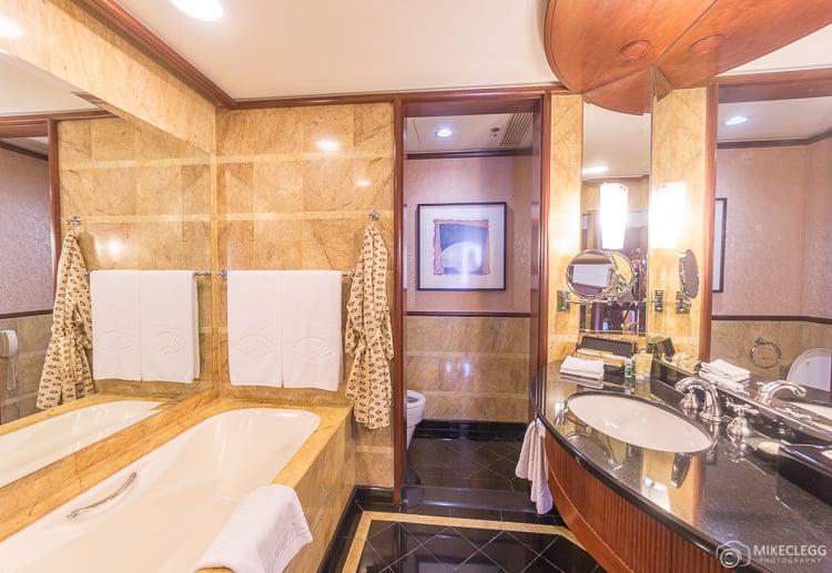 Mandarin Oriental - Club Deluxe - Bathroom