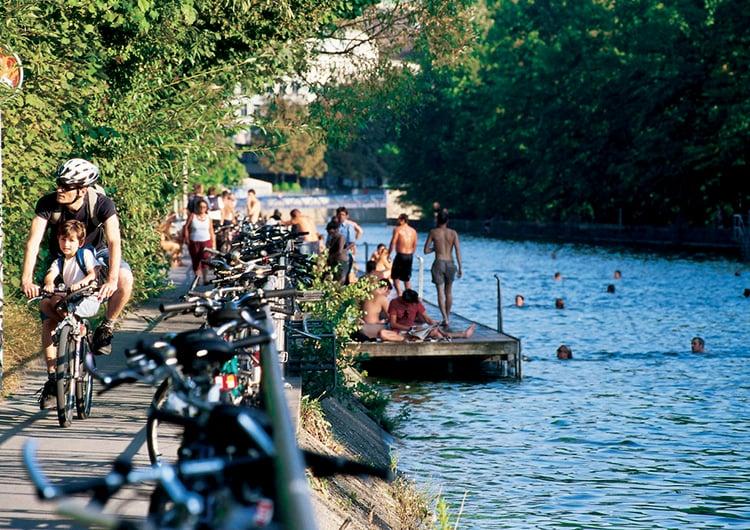 Swimming in Zurich by Zürich Tourismus cc