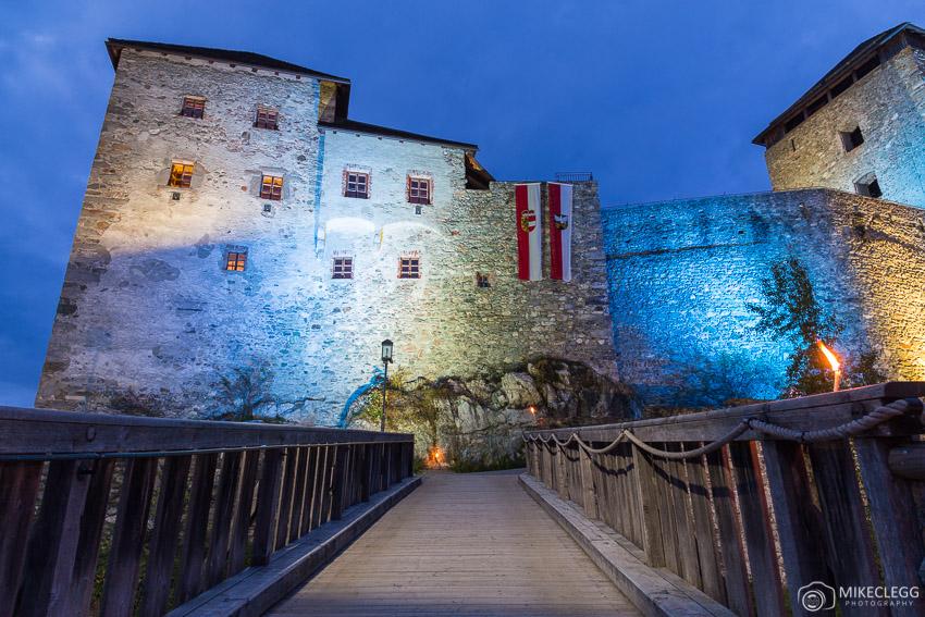 Burg Kaprun at night
