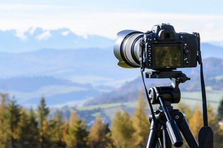 DSLR vs Compact Cameras for Travellers