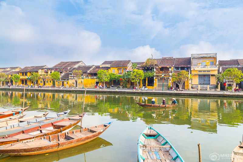 Boats, buildings and locals in Hoi An