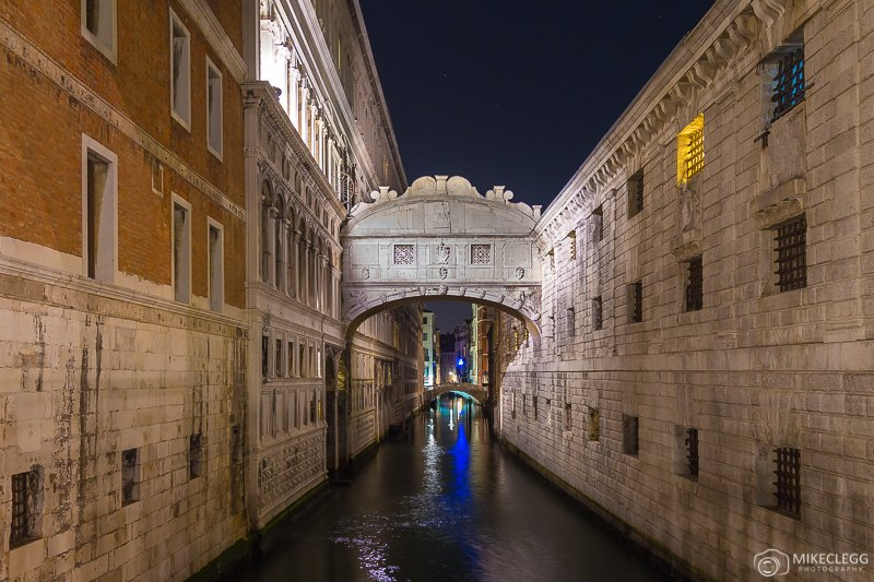 Bridge of Sighs in Venice at night