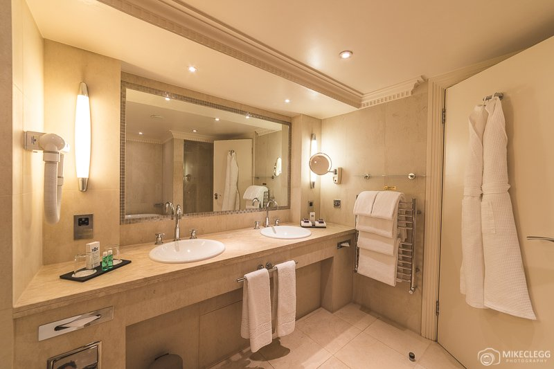 Bathroom in Luxury Suite, Westbury
