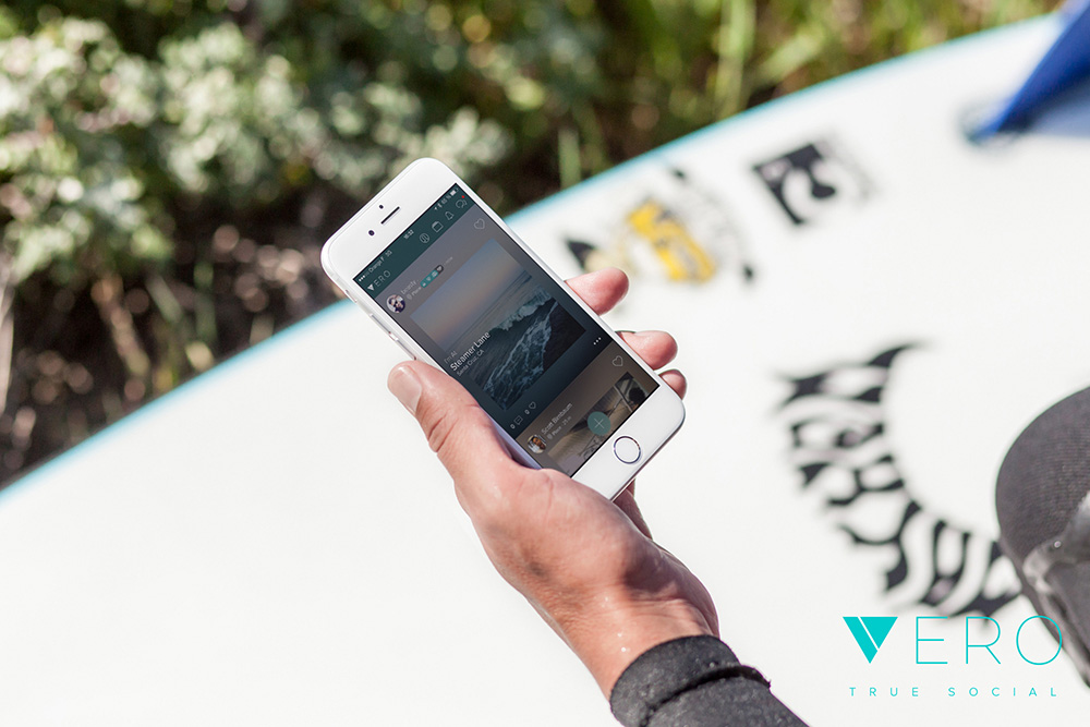 Vero lifestyle image - phone and hand