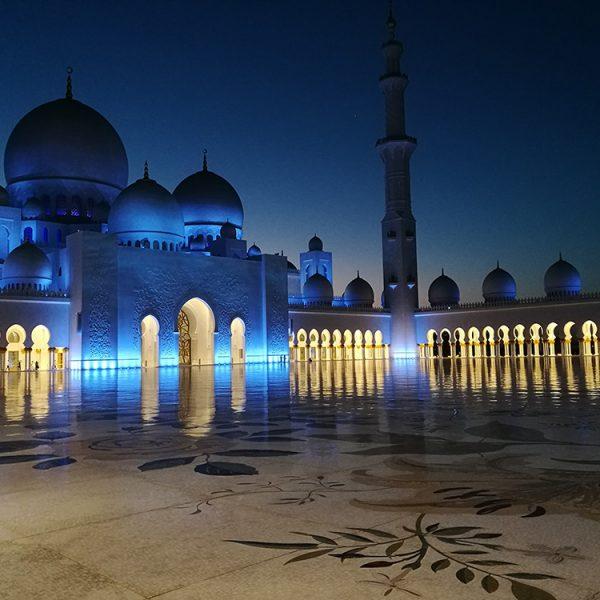 Sheikh Zayed Grand Mosque, Abu Dhabi - Night - Image by @tireless_traveler