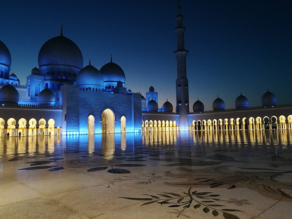 Sheikh Zayed Grand Mosque, Abu Dhabi - Night - Image by @tireless_traveler