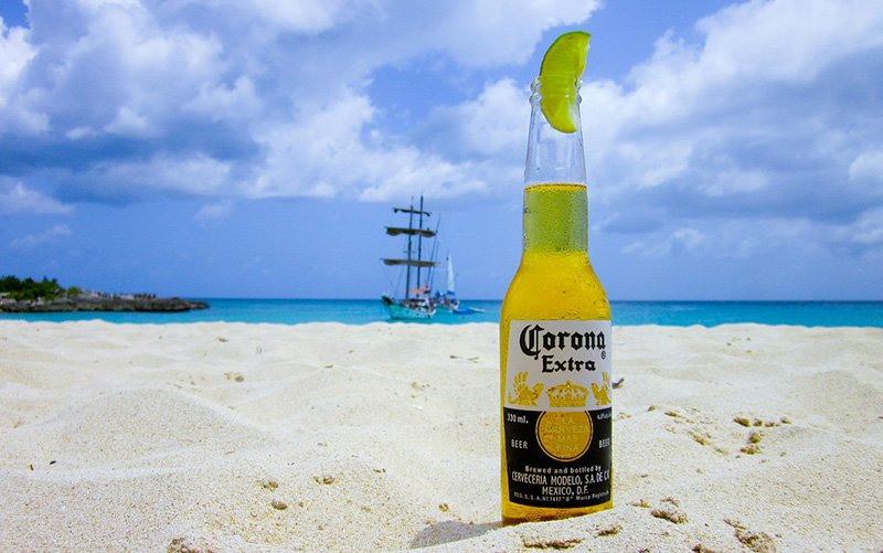 Beer on the beach - CC0 (Pixabay)
