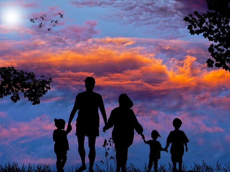 Family Backpacking - CC0 (Pixabay)