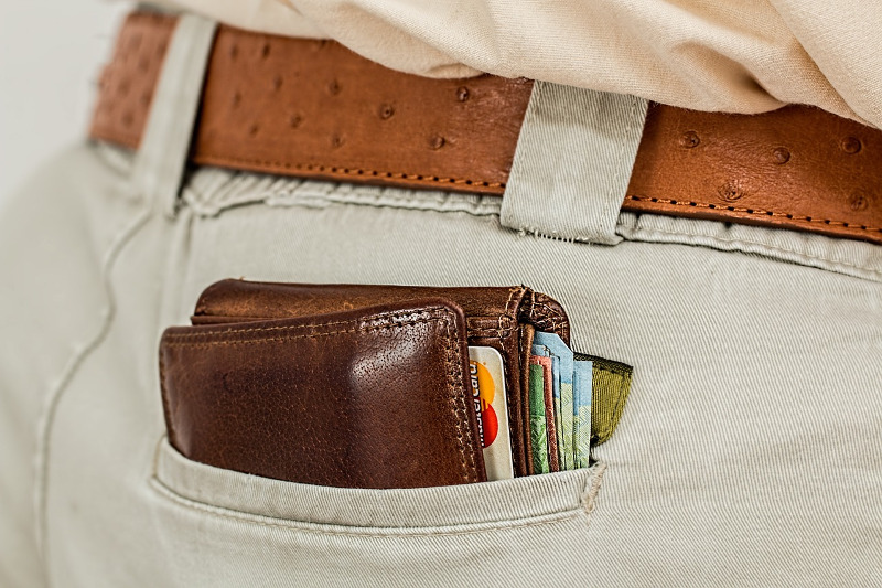 Pickpocketing, back pockets and wallets - CC0 (Pixabay)