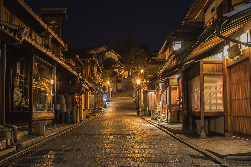 Streets of Nineizaka (Ninenzaka) in Kyoto at night