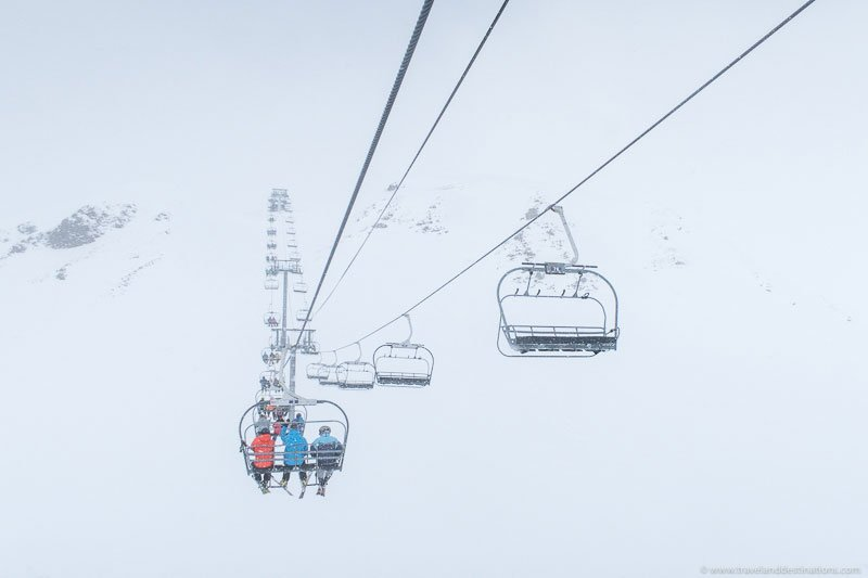 Chair-lifts-in-the-French-Alpes-during-the-winter