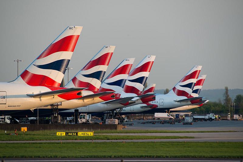 London-Airports &quot;width =&quot; 800 &quot;height =&quot; 533 &quot;srcset =&quot; https://www.travelanddestinations.com/wp-content/uploads/2019/02/London-Airports-CC0.jpg 800w, https: // www.travelanddestinations.com/wp-content/uploads/2019/02/London-Airports-CC0-300x200.jpg 300w, https://www.travelanddestinations.com/wp-content/uploads/2019/02/London-Airports -CC0-768x512.jpg 768w, https://www.travelanddestinations.com/wp-content/uploads/2019/02/London-Airports-CC0-270x180.jpg 270w, https://www.travelanddestinations.com/wp -content / uploads / 2019/02 / London-Airports-CC0-272x182.jpg 272w &quot;tailles =&quot; (largeur maximale: 800px) 100vw, 800px &quot;/&gt;</p> <h2>Principales gares / hubs de transport</h2> <p>Il existe plusieurs grands centres de transport à Londres où vous trouverez des liaisons en métro, des liaisons ferroviaires nationales et souvent des liaisons vers les aéroports. Certaines des principales stations comprennent:</p> <ul> <li><strong>London Victoria &#8211;</strong> Cette station est l'une des gares les plus centrales et relie l'aéroport de Gatwick à de nombreuses destinations au sud de l'Angleterre.</li> <li><strong>Le pont de Londres &#8211;</strong> Au sud de la rivière, mais vers l'est de la zone 1. La station se trouve sous The Shard (le plus haut bâtiment d'Angleterre) et relie le sud et l'est du pays. Vous pouvez aller à / de l&#39;aéroport de Gatwick à partir de cette gare.</li> <li><strong>Euston &#8211;</strong> Ce hub de transport est situé au nord de la zone 1 et assure des liaisons vers les villes et les destinations jusqu'en Écosse.</li> <li><strong>La Croix du Roi &#8211;</strong> Kings Cross est très proche d&#39;Euston et fournit des tas de connexions à travers le pays. Il constitue également une plaque tournante majeure pour l'Eurostar, permettant des connexions très rapides à l'étranger vers des villes telles que Paris et Amsterdam.</li> <li><strong>Londres Waterloo &#8211;</strong> Au sud de la rivière, mais dans un 