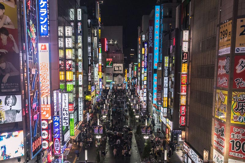 Views-of-Kabukicho-and-Shinjuku-at-night