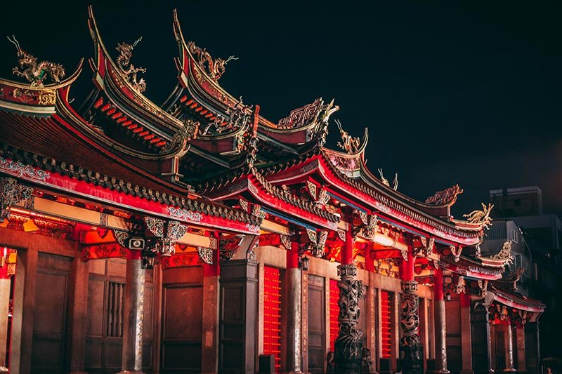 Longshan Temple - by Charles Postiaux - via unsplash