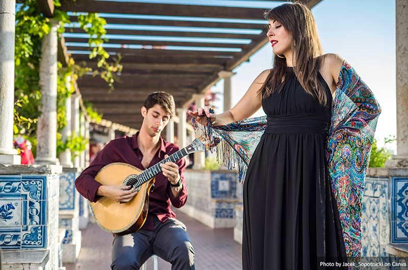Группа исполняет традиционную музыку фадо Лиссабоне (Португалия) 10 лучших вещей, которые стоит увидеть и сделать в Лиссабоне (Португалия) Band performing traditional fado music