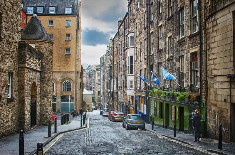 Эдинбургские улицы 10 лучших мест для посещения в Шотландии 10 лучших мест для посещения в Шотландии Edinburgh streets