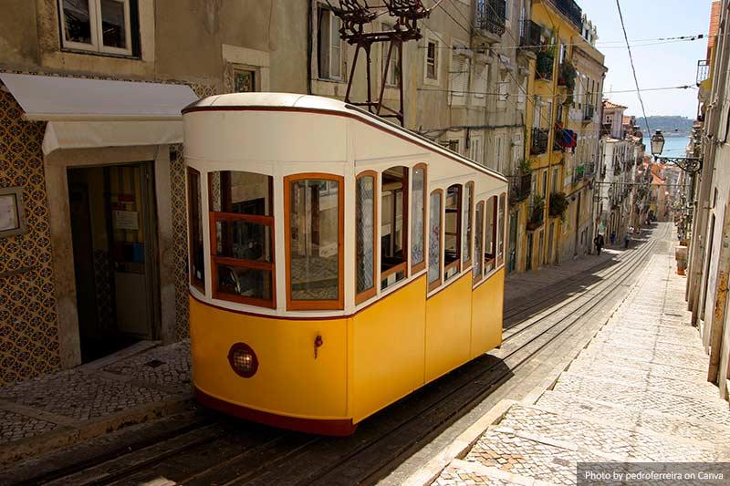 Лиссабонский трамвай Лиссабоне (Португалия) 10 лучших вещей, которые стоит увидеть и сделать в Лиссабоне (Португалия) Lisbon Tram