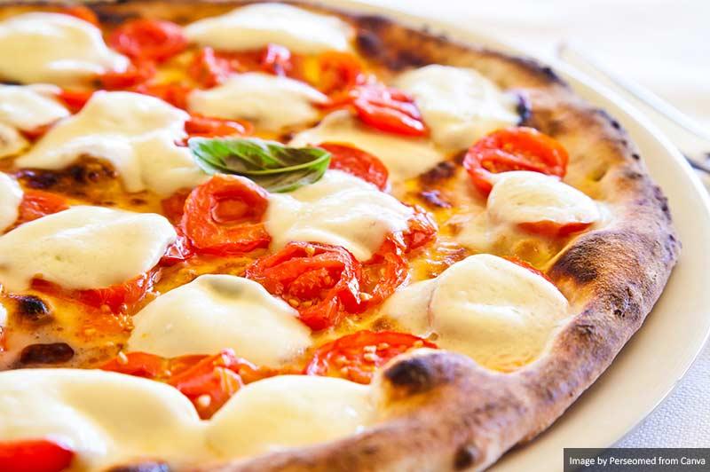 Пицца, Неаполь Лучшая и самая вкусная еда и напитки в Италии Лучшая и самая вкусная еда и напитки в Италии Pizza in Naples
