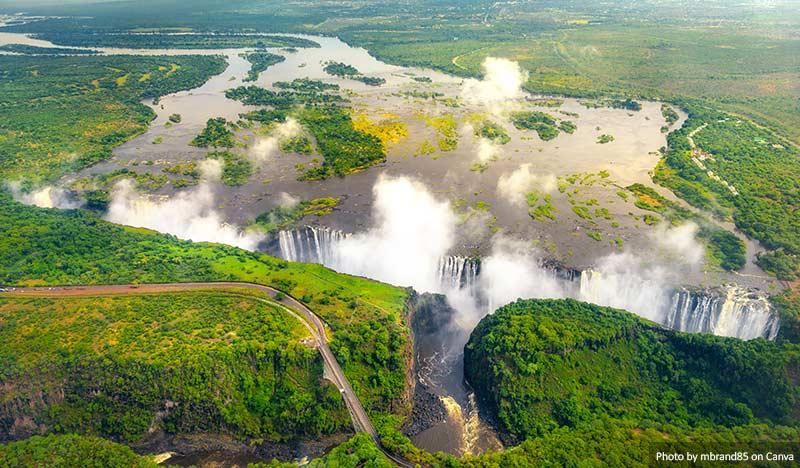 Водопад Виктория в Зимбабве 15 главных природных чудес 15 главных природных чудес, которые стоит увидеть и посетить Victoria Falls in Zimbabwe