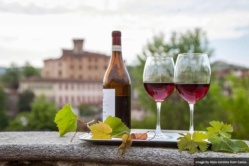 Вино - Бароло Лучшая и самая вкусная еда и напитки в Италии Лучшая и самая вкусная еда и напитки в Италии Wine Barolo