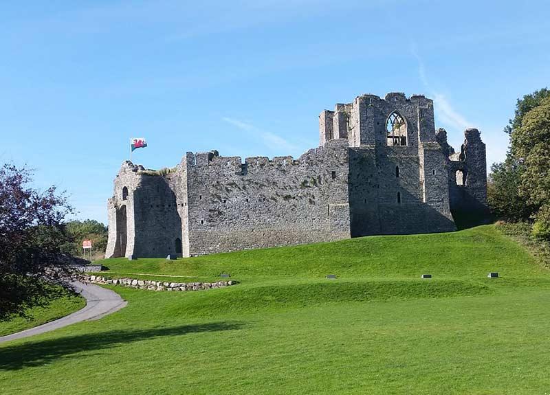 Замок устрицы 10 лучших мест для посещения в Уэльсе 10 лучших мест для посещения в Уэльсе Oystermouth Castle