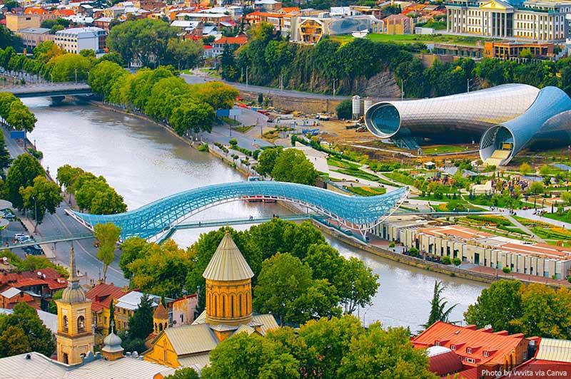 Pont de la paix à Tbilissi