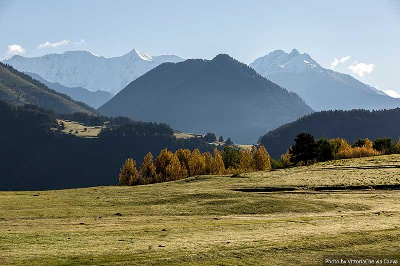Vallée verte dans les montagnes du Caucase, Tusheti