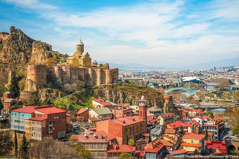 Vue sur les toits de Tbilissi