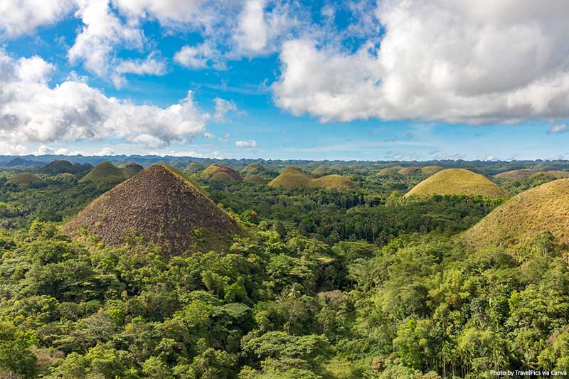 "Chocolate Hills in Bohol, Philippines ""width ="" 800 ""height ="" 533 ""srcset ="" https://www.travelanddestinations.com/wp-content/uploads/2020/04/Chocolate-Hills-in-Bohol-Philippines . jpg 800w, https://www.travelanddestinations.com/wp-content/uploads/2020/04/Chocolate-Hills-in-Bohol-Philippines-300x200.jpg 300w, https://www.travelanddestinations.com/wp- content / uploads / 2020/04 / Chocolate-Hills-in-Bohol-Philippines-768x512.jpg 768w, https://www.travelanddestinations.com/wp-content/uploads/2020/04/Chocolate-Hills-in-Bohol -Philippines-270x180.jpg 270w ""size ="" (maximum width: 800px) 100vw, 800px"