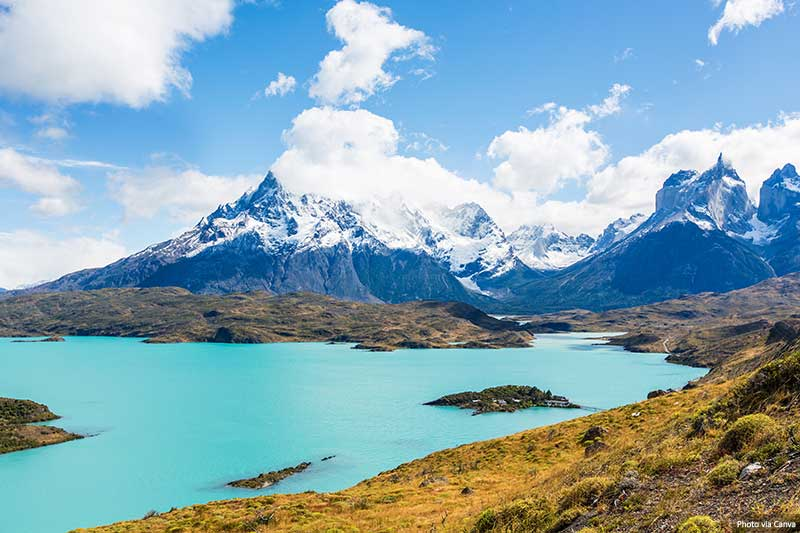 Torres Del Paine - lake and mountain views