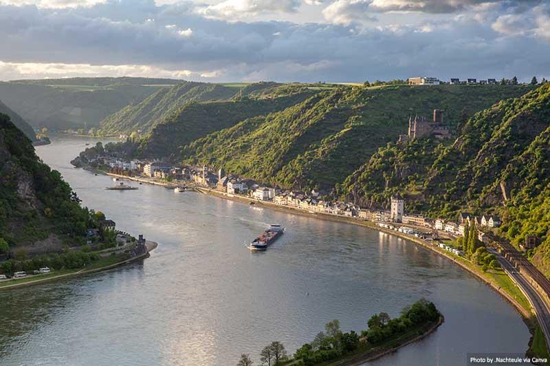 "Vallée du Rhin, Allemagne ""width ="" 800 ""height ="" 532 ""srcset ="" https://www.travelanddestinations.com/wp-content/uploads/2020/05/Rhine-valley-Germany.jpg 800w, https: // www.travelanddestinations.com/wp-content/uploads/2020/05/Rhine-valley-Germany-300x200.jpg 300w, https://www.travelanddestinations.com/wp-content/uploads/2020/05/Rhine- valley -Allemagne-768x511.jpg 768w, https://www.travelanddestinations.com/wp-content/uploads/2020/05/Rhine-valley-Germany-270x180.jpg 270w ""size ="" [largeur maximale: 800px] 100vw, 800px"