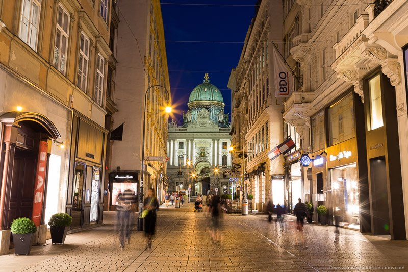 Streets in Vienna's Innere Stadt at night