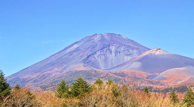 Mount Hoeizan and Mount Fuji