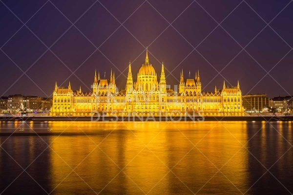 Night photograph of Hungarian Parliament at night