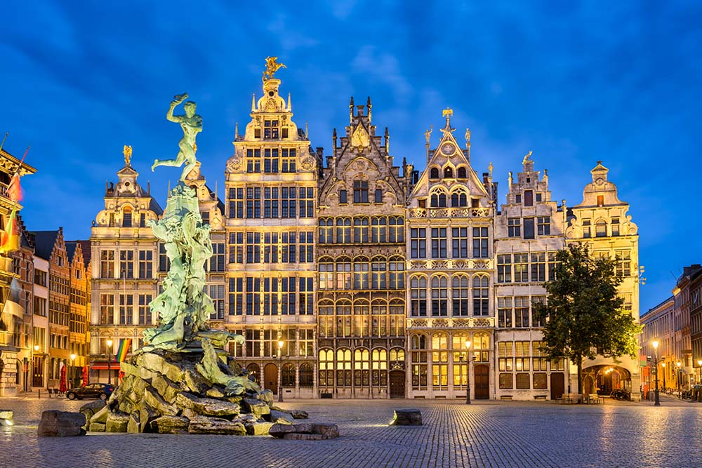 Grote Markt in Antwerp at night