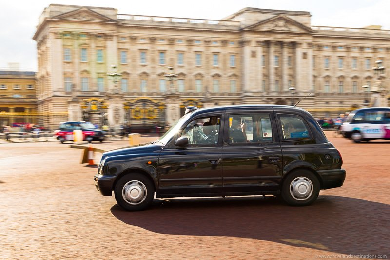 Black Cab in London and Buckingham Palace