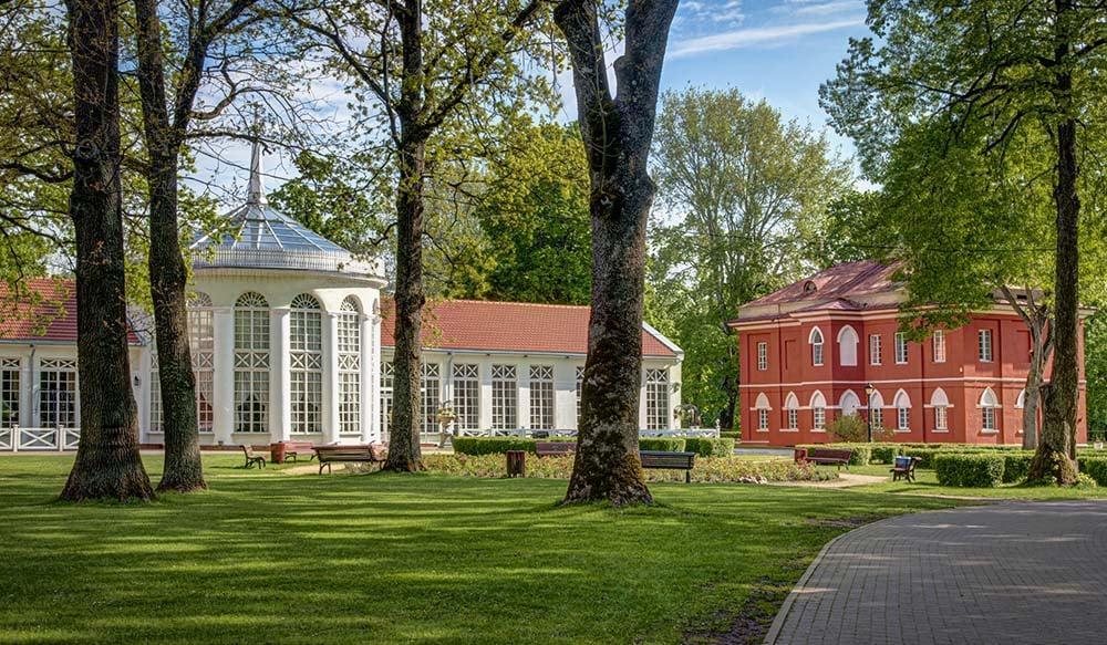 Raudondvaris Manor