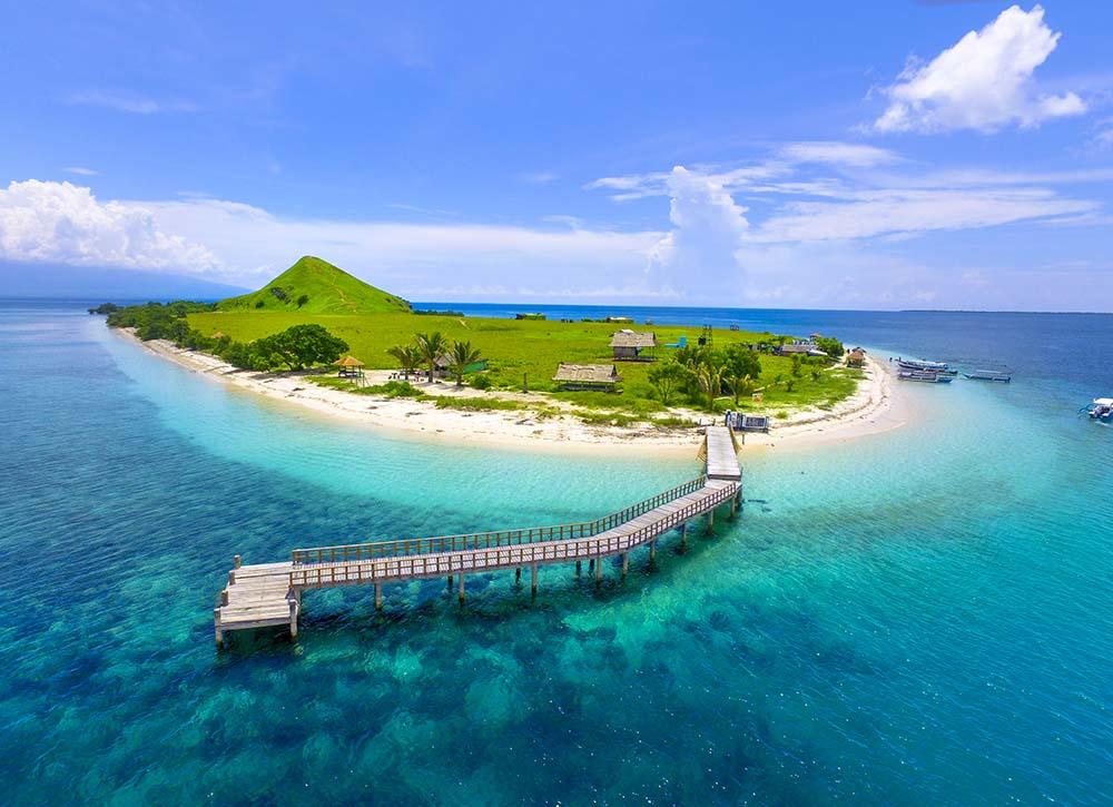 Pulau Kenawa beach in Indonesia
