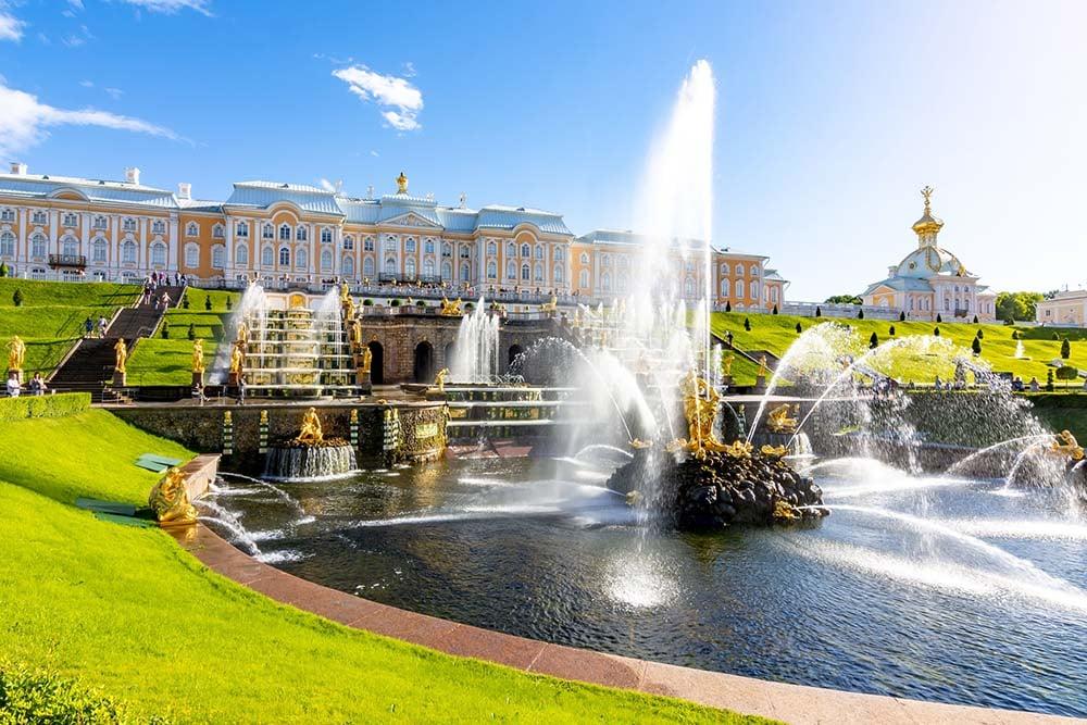 Peterhof Palace and Samson fountain, St. Petersburg